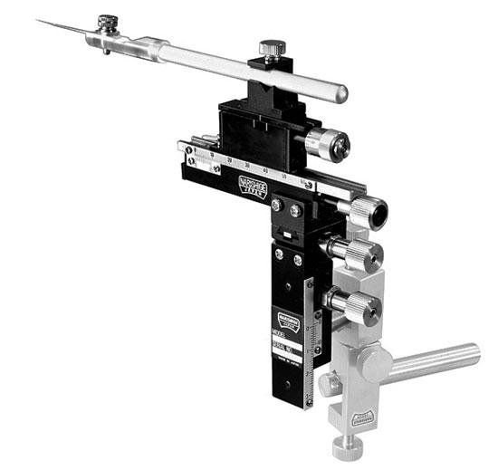Thin Three-Axis Coarse/Fine Micromanipulator