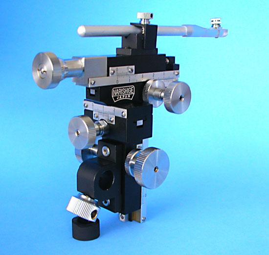 Three-Axis Coarse/Fine Compact Micromanipulator