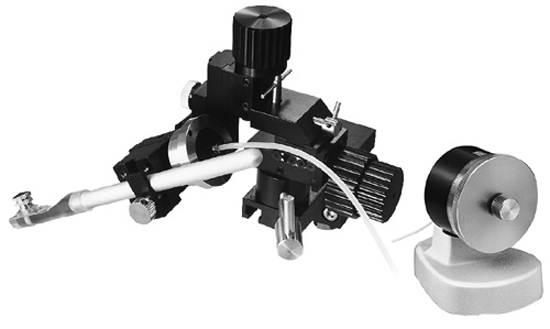 Micromanipulator ideal for patch clamping/blind patching using stereo microscopes. (Single-Axis Water Hydraulic System)