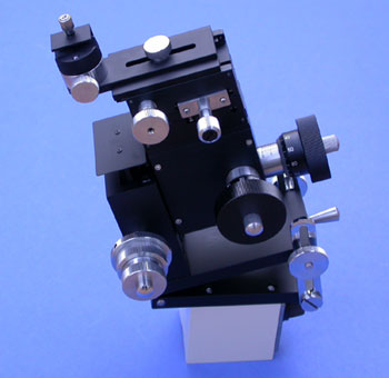 Three-Axis Coarse/Fine Micromanipulator and Magnetic Base for Installation on the Stage Side of a Microscope (with Tilting, Rotation Mechanism)