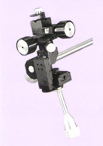Three-Axis Joystick-Type Coarse/Fine Mechanical Micromanipulator