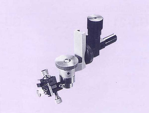 Universal Joint with Return Mechanism